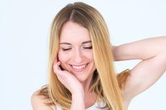 Kvinna för innehåll för stillhet för sinnesrörelseframsida lycklig le royaltyfria foton