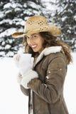 kvinna för kaffeholdingsnow arkivfoton