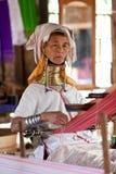kvinna för karen long hånglad padaungstam Arkivfoto