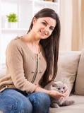 kvinna för kattcoonmaine silver Royaltyfria Foton