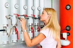 kvinna för kokkärluppvärmningslokal Fotografering för Bildbyråer