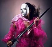 kvinna för krigare för maskeringssilversvärd royaltyfria bilder