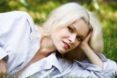 kvinna för leende för lycklig sjukvårdnatur blank arkivfoton