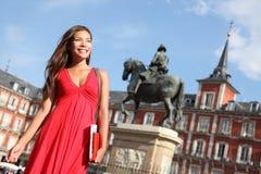kvinna för madrid borgmästareplaza Arkivbild