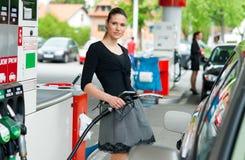 kvinna för petrolstation Royaltyfri Bild