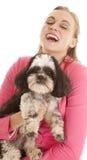 kvinna för pink för hundomslagsskratt Fotografering för Bildbyråer