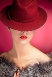 kvinna för röd sensuality för hattstående stilfull royaltyfri fotografi