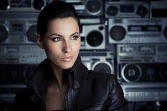 kvinna för rock för bakgrundsbangask arkivbilder