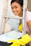 kvinna för rulle för handskestegemålning Royaltyfri Bild
