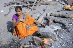 kvinna för sheeps för b-matlagninghuvud indisk prepaing Royaltyfri Bild