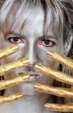 kvinna för silver för headshot för closeupfingerguld Fotografering för Bildbyråer