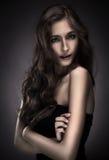 kvinna för skönhetbrunettstående Royaltyfri Bild