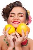 kvinna för skönhetgrapefruktcitron Royaltyfri Bild