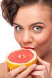 kvinna för skönhetgrapefruktstående Royaltyfri Bild