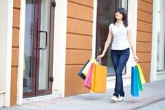 kvinna för skönhetom-shopping Royaltyfri Foto
