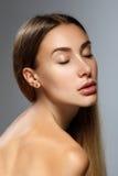 kvinna för smink för skönhetframsidamode Flicka med klar hud och långt hår Fotografering för Bildbyråer