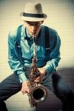 kvinna för solnedgång för saxofon för sax för strandmusik leka Arkivfoton