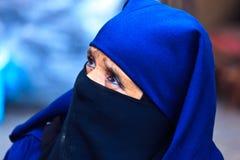kvinna för stående för blått skrudhuvud moroccan Arkivbilder