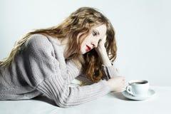 kvinna för stående för kaffekopp arkivfoto