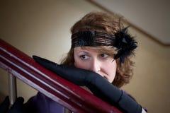 kvinna för ståendestiltappning arkivbild