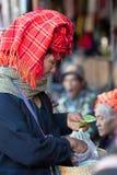 Kvinna för stam Pa-o med betelpacken, Myanmar Royaltyfri Foto