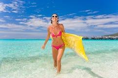 kvinna för strandrekreationsport Arkivbilder