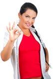 kvinna för tecken för hand ok visande le Royaltyfri Foto