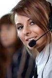 kvinna för tekniker för hörlurar med mikrofon för felanmälansmitt Arkivbilder