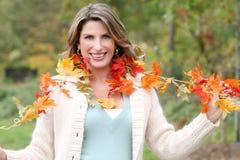 kvinna för tema för fallpark säsongsbetonad Royaltyfri Fotografi