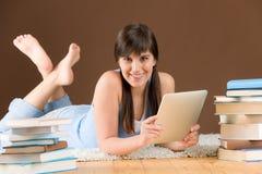 kvinna för touch för tonåring för study för datorskärm Royaltyfri Fotografi
