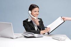 kvinna för upptagen telefon för affär talande Royaltyfri Bild
