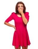 Kvinna förvånad skrämd täckt erfarenhetsskräck Arkivbild