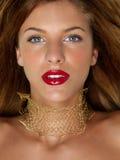 kvinna för stående för juvlar för skönhetcloseup guld- Royaltyfri Fotografi