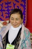 Kvinna från Kasakhstan folk konst Arkivfoto