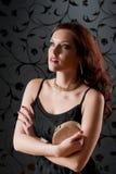 kvinna för deltagare för håll för handväska för coctailklänningafton Arkivbilder