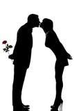 kvinna för man en för par kyssande Arkivbild