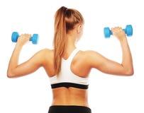 Kvinna i övning för sportutrustning med handvikter Royaltyfri Foto