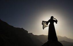 Kvinna i abaya Royaltyfri Bild