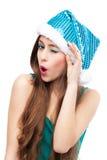 Kvinna, i att blinka för julhatt Arkivfoto