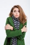 Kvinna, i att frysa för lag och för halsduk Arkivbild