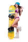 Kvinna i baddräkt med snowboarden som visar det ok tecknet Royaltyfri Foto