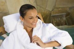 Kvinna i badrocken som bort ser Royaltyfria Foton