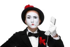 Kvinna i bildfaderns som rymmer en telefonlur Arkivfoton