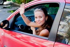 Kvinna i bilen royaltyfri foto