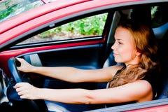 Kvinna i bilen royaltyfria bilder