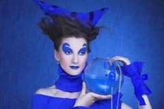 Kvinna i blått Arkivbilder