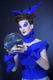 Kvinna i blått Arkivfoton