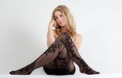 Kvinna i blom- modellstrumpbyxor Fotografering för Bildbyråer
