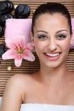 Kvinna i brunnsortsalong Royaltyfria Bilder