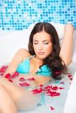 Kvinna i bubbelpool Royaltyfria Bilder